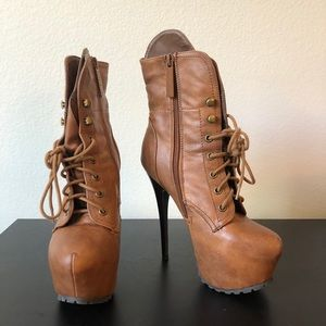 Shoes - Brown boots 👢 5.75' inch heel